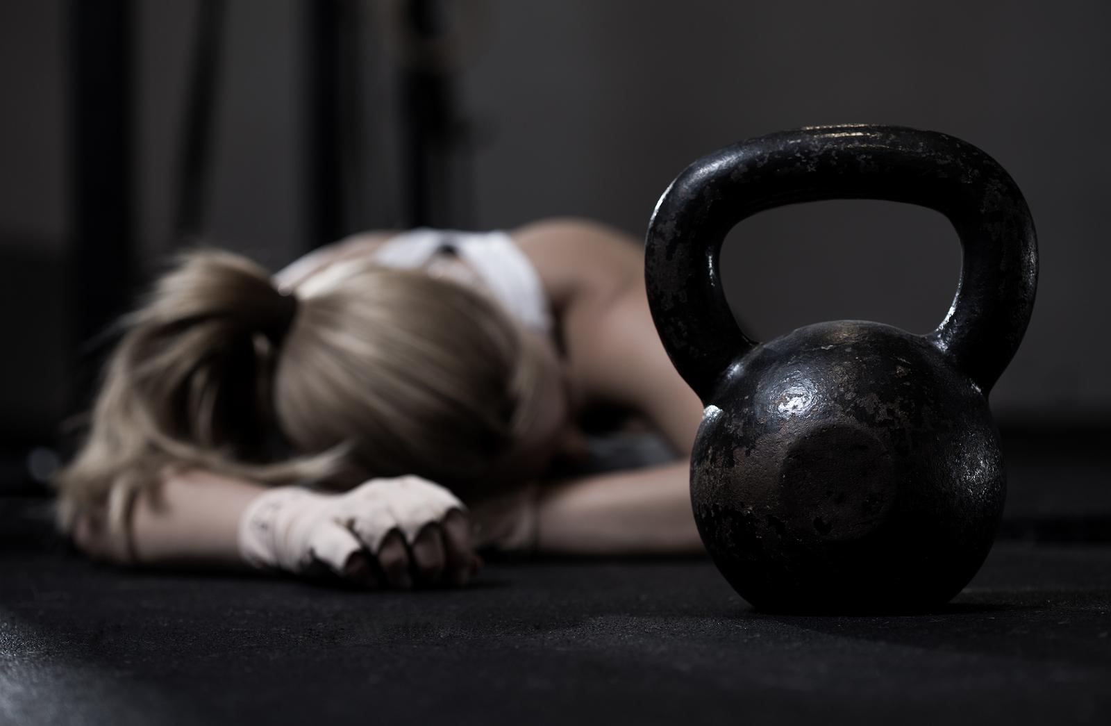 Žena po tréningu pretrénovaná
